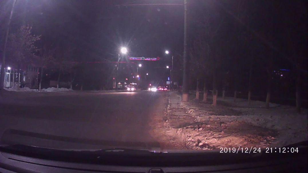 НОВОГОДНЕЕ ИЗБИЕНИЕ В Оренбурге на пр.Дзержинского.mp4